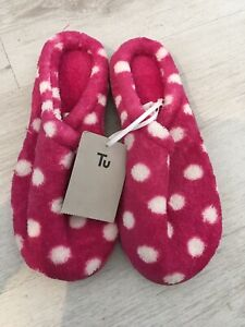 Size 4 small BNWT slippers from TU, hot pink with white spots, hard soles