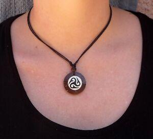 Ojo de Horus Collar ecológico hecho a mano grabado encanto de madera ojo que ve todo