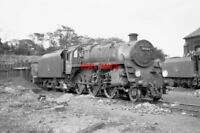 PHOTO  BR STANDARD CLASS 4 LOCO NO 76063 AT BASINGSTOKE SHED 1964