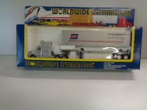 O Scale Worldwide Intermodal Truck