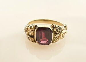 Antique Victorian 9 ct  Gold Garnet Signet Ring