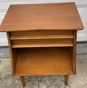 Mid Century Kent Coffey Tawny Walnut 1 Drawer Bedroom Nightstand End Table