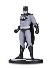 DC Comics-Serie Batman Blanco Y Negro-Estatua De Batman