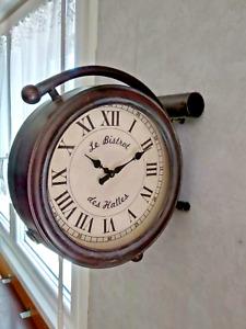 Horloge de gare Le Bistrot Des Halles, métal 2 faces murale diametre 30cm,neuve
