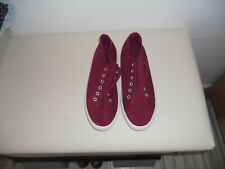 NEW UNBRANDED BURGUNDY LACELESS CANVAS SHOES SIZE 7