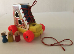 VTG PLAYSKOOL WOODEN PULL TOY 'OLD LADY WHO LIVED IN A SHOE'  SHAPES SHOE TIE