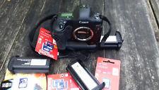 4 SHUTTER COUNT - Canon EOS-1D Mark II+3 batteries+cartes mémoires neuves