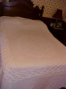 VINTAGE WHITE CHENILLE BEDSPREAD WITH WHITE FLOWER DESIGN; AS IS