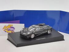 """Autoart 58209 # Pagani Huayra Baujahr 2011 """" schwarz mit silber Streifen """" 1:43"""