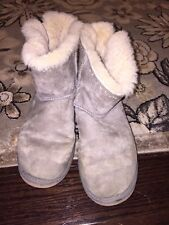UGG AUSTRALIA DIXI FLORA LIGHT GRAY PERFORATED SUEDE BOOTS WOMENS 10 US 1010285