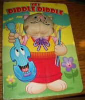 HEY DIDDLE DIDDLE BOOK W/ PLUSH TOY CAT FACE ( Boardbook, 2004)