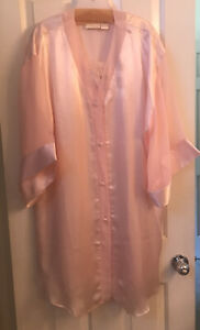 """Solange 18/20 """"satin"""" Pink Nightgown And Robe Set"""