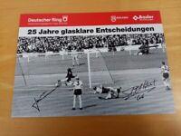 Postkarte Geoff Hurst und Hans Tilkowski signiert, Autogramm Wmbley Unterschrift