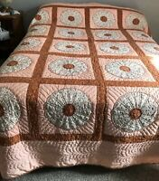 VTG Hand-Quilted Dresden Plate Quilt Hand Pieced and Appliqued  Beautiful
