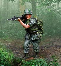 COLLECTORS SHOWCASE VIETNAM WAR CS00950 U.S. MARINE STANDING FIRING MIB