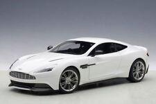 1:18 Autoart Aston Martin Vanquish 2015 (Glossy Blanco) Full