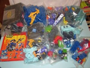 Over 240 Pieces Fisher Price Trio Building Set makes 9 DC Super Friends + Manual