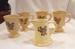 Pfaltzgraff Stoneware Village Pedestal Coffee Mugs Vintage Set of 4 w/Creamer