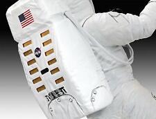 Revell 03702 Apollo 11 Astronaut On The Moon Bausatz 1 8