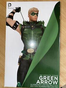 DC Comics Icons Green Arrow Limited Edition Sculpted Statue. No# 2613/5200