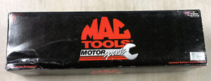 1997 Action Kenny Bernstein NHRA Mac Tools Top Fuel Dragster 1:24 Scale