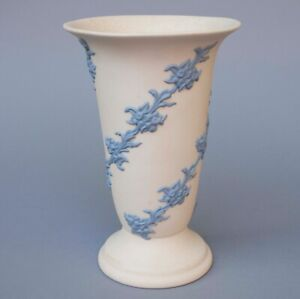 "Vintage Ecanada Art Pottery Gorgeous Large Jasperware Floral Garlands Vase 8"" T"