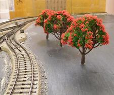 5 grüne Laubbäume, rot blühend, 80 mm hoch
