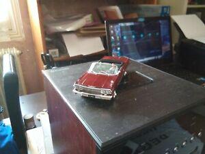 Collection James Bond 007 1963 Chevrolet Impala. Cabriolet. 1/43. Pas de boîte.
