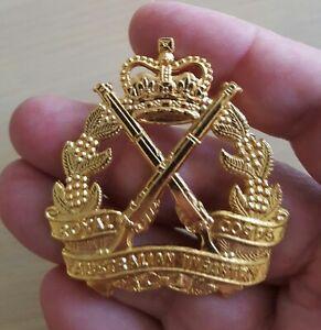 ARMY BADGE INFANTRY ROYAL  -GOLD TONE- AUSTRALIAN MEDAL