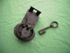 antikes Schloss - Truhenschloss mit Schlüssel