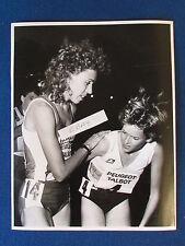 """Original Foto De Prensa - 12""""x9.5"""" - Zola Budd & Mary Decker - 1986"""