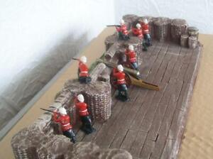 *MAGNIFICENT* 8 W BRITAINS HIGHLANDERS KNEELING STANDING FIRING AND CANNON