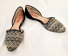 Betsey Johnson Black And Beige Cocoh Flats Size 8