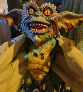 NECA Flasher Gremlin The Movie Gremlins 1:1 Scale Life Size Replica Prop Stand