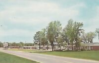(W)  Bainbridge, GA - Glen Oaks Motel - Street View of Exterior and Grounds
