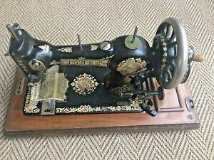 VINTAGE JONES FAMILY CS HAND CRANK SEWING MACHINE WITH CARRYCASE 1890-1910