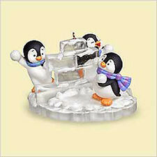 2006 Hallmark PENGUIN Ornament SNOW FORT FUN with Snow Ball Fight MOTION