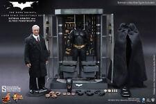"""Batman Armory Alfred Pennyworth The Dark Knight 1/6 12"""" Figur MMS235 Hot Toys"""