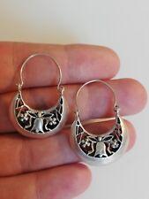 Anciennes boucles d'oreilles pendantes ajourées en argent massif