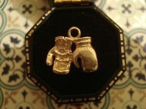Enchanting,Finely Crafted 9CT Gold: A Pair Of Boxing Gloves Design Pendant Charm