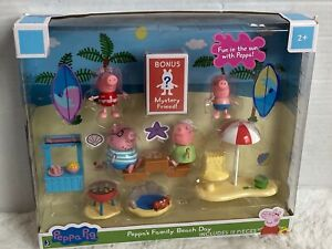 Peppa Pig Play Set Peppa's Family Beach Days with Mystery Friend (13 pieces) New