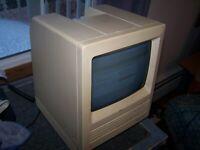 Macintosh SE Model M5011 with 20MB HD, 2.5MB RAM,800K Floppy, System 7.1