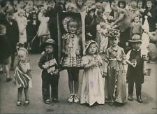 Angleterre, Londres, Concours de costumes, 1945, Vintage silver print vintage si