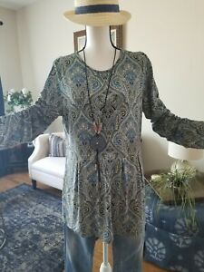 J Jill  Wearever Collection Size M  Tunic Long Sleeve Paisley Top Stretch
