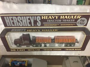 Hershey's Heavy Hauler Tractor Trailer Reese's Candy Flatbed, K-Line, New in Box