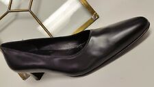 Salvatore Ferragamo made in Italy Classic Black Leather Women's shoes size 9 2A