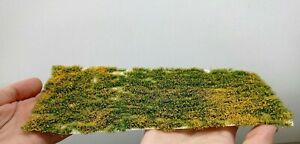 Warhammergreen Grass With Yellow Flowers 4/0 1/4in High