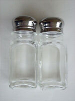 FAST FREE S&H SET OF 2 SALT & PEPPER SHAKERS CLEAR GLASS WITH CHROME PLATED LIDS