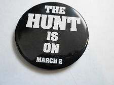 "VINTAGE 2 1/2"" PINBACK BUTTON #103-049  MOVIE - THE HUNT IS ON"