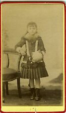 PHOTO CDV 1900 une petite fille prend la pose manchon au bras mode fashion